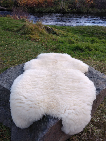 glen-river-sheep-skin-rug-donegal